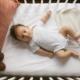 bébé sur un matelas bébé